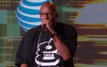 "Warren G & Kenny G Perform ""Regulate"" on Jimmy Kimmel Live"