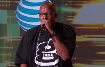 "Warren G & Kenny G Perform ""Regulate"" on Jimmy Kimmel Live"